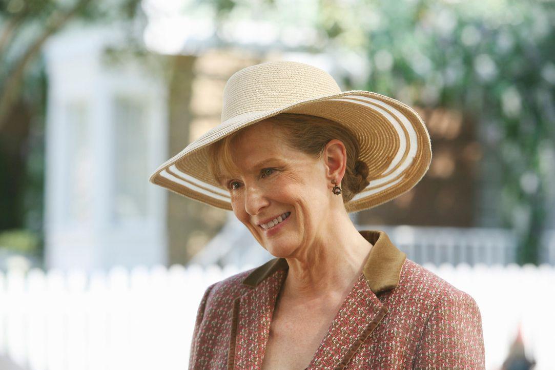 Gabrielle befürchtet, Carlos' beste Klientin Virginia (Frances Conroy) hat ganz andere Motive für ihre Großzügigkeit, als sie vorgibt ... - Bildquelle: ABC Studios