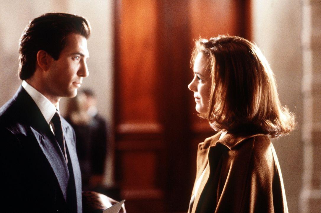 Durch und durch eine beherrschte Geschäftsfrau: Dorey Walker (Elizabeth Perkins, r.) ist überzeugt, in ihrem Leben keinen Platz für Männer zu haben.... - Bildquelle: 20th Century Fox