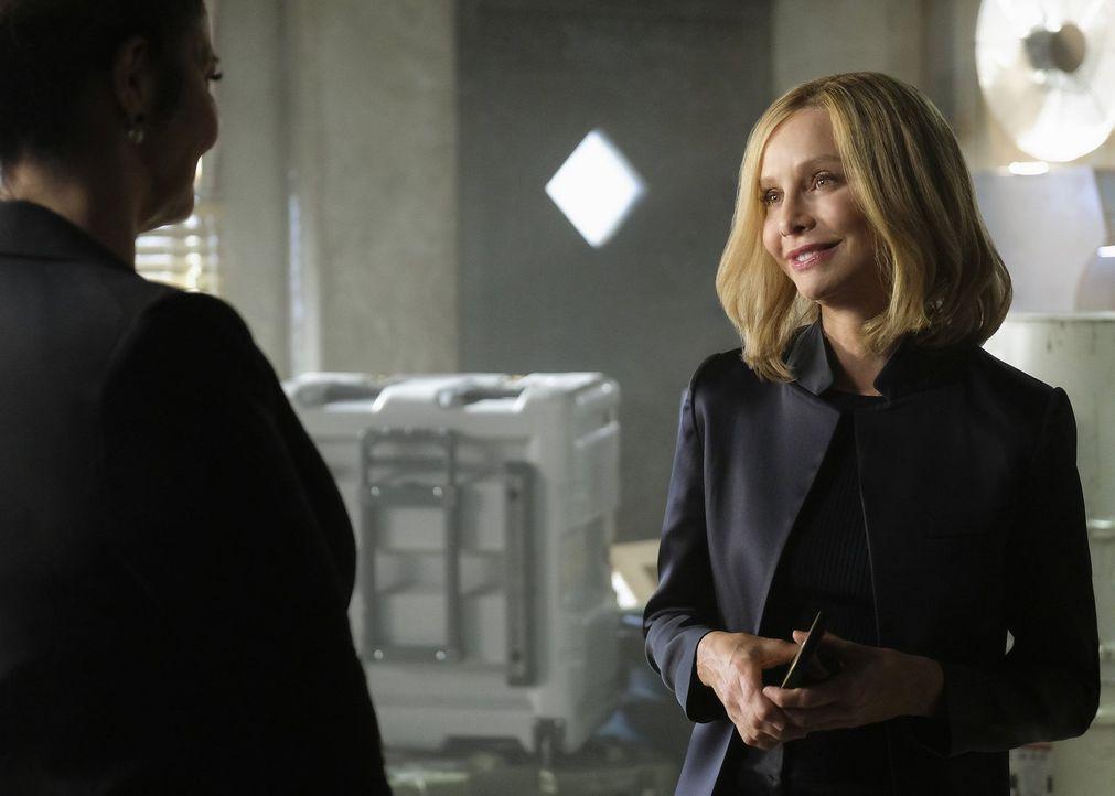 Als Cat Grant (Calista Flockhart) nach National City zurückkehrt, muss sie feststellen, dass sie einiges in ihrer Abwesenheit verändert hat ... - Bildquelle: 2016 Warner Brothers