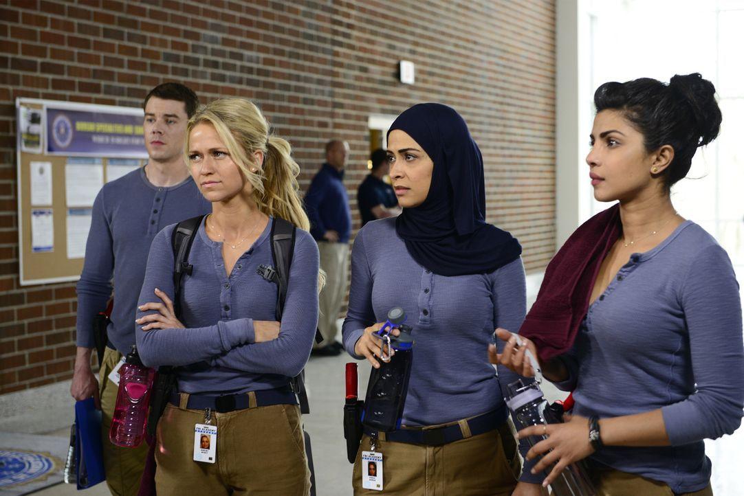 Müssen sich auf der FBI-Rekruten-Schule beweisen: Eric Packer (Brian J. Smith, l.), Shelby Wyatt (Johanna Braddy, 2.v.l.), Nimah Amin (Yasmine Al Ma... - Bildquelle: 2015 ABC Studios
