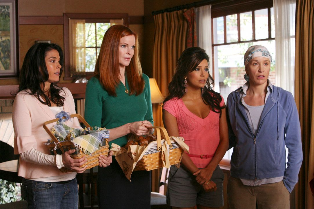 Wollen Katherine seelisch unterstützen, nachdem sie von Adam verlassen wurde: Lynette (Felicity Huffman, r.), Bree (Marcia Cross, 2.v.l.), Gabrielle... - Bildquelle: ABC Studios