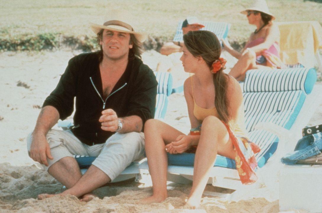 Andre (Gérard Depardieu, l.) ist von seiner Frau geschieden und kann nur wenig Zeit mit seiner 14-jährigen Tochter Veronique (Marie Gillain, r.) ver... - Bildquelle: TF1 Films Productions
