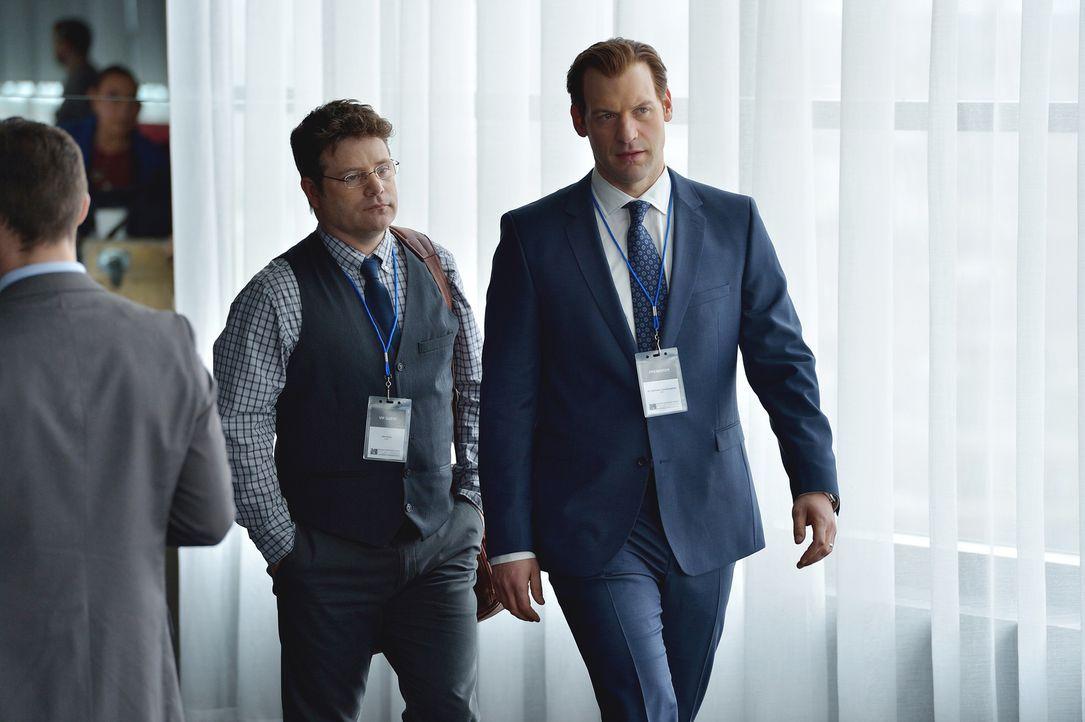 Eph (Corey Stoll, r.) erinnert sich an frühere Tage, an denen er seinen Angestellten Jim Kent (Sean Astin, l.) herumschubsen konnte ... - Bildquelle: 2015 Fox and its related entities. All rights reserved.