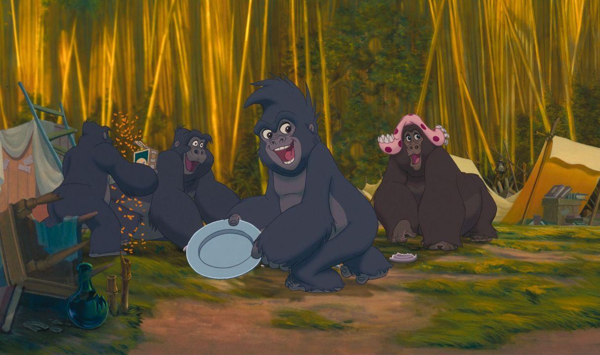 Während Tarzan Jane vor einigen wütenden Pavianen rettet, zerlegen seine Freunde Professor Porters Camp. Nun steht der Wildling vor der schwierigen... - Bildquelle: Edgar Rice Burroughs Inc. and Disney
