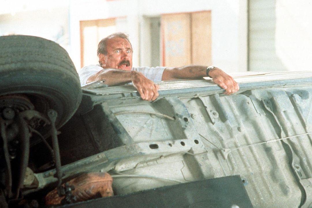 Gerät von einer brenzligen Situation in die nächste: Burt Simpson (Dabney Coleman) - Bildquelle: ITV plc (Granada International)