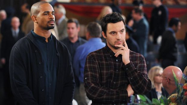 Als Coach (Damon Wayans Jr., l.) und Nick (Jake Johnson, r.) Winstons neue Au...
