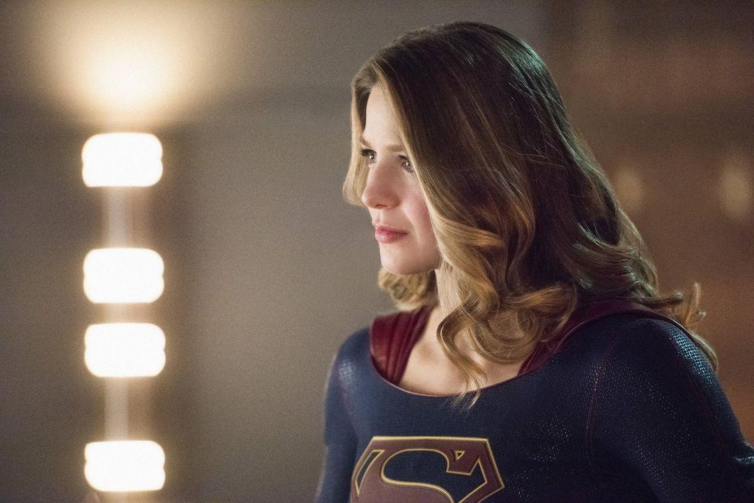 Supergirl (Melissa Benoist) und ihre Schwester realisieren plötzlich, dass sie den Cadmus-Komplott nur vernichten können, wenn sie die Regeln massiv... - Bildquelle: 2016 Warner Brothers