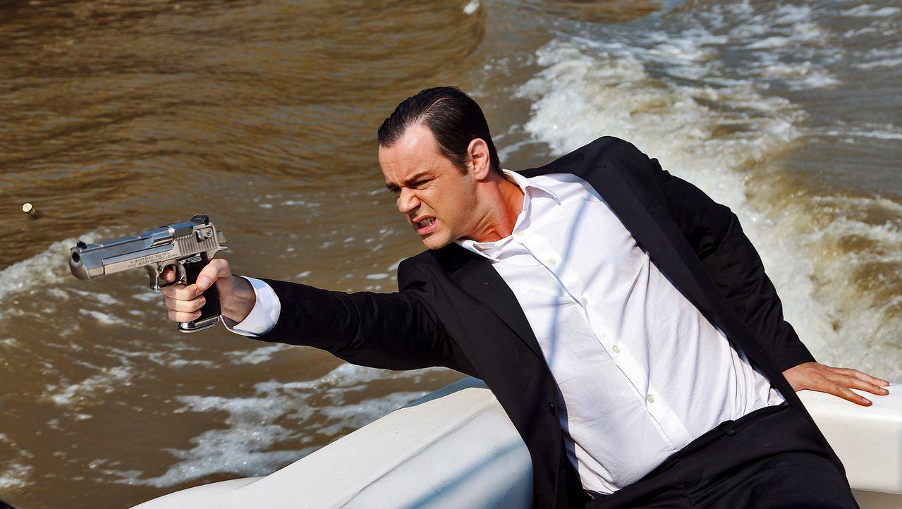 Hat eine hohe Wette laufen, die ihn superreich machen soll: Doch für Mr. Frank (Danny Dyer), den Initiator des mörderischen Freerunner-Wettlaufes, l... - Bildquelle: TIBERIUS FILM