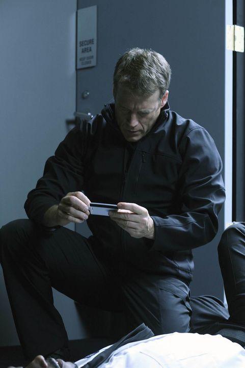 Bei seinem neuen Auftrag muss sich Christopher Chance (Mark Valley) in das hermetisch abgeriegelte Gebäude einschleusen, das mit unzähligen Sicherhe... - Bildquelle: Warner Brothers