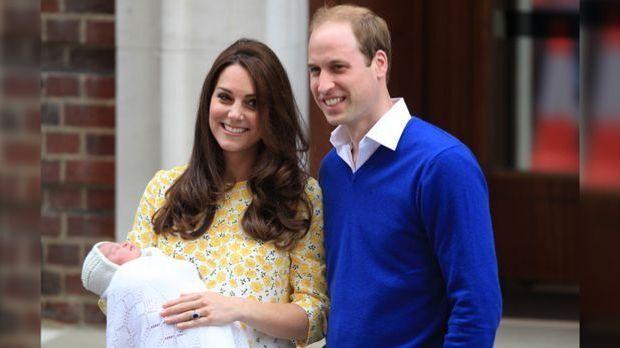 Kate Middleton und Prinz William zeigen Royal-Baby: Kleine Prinzessin verschl...