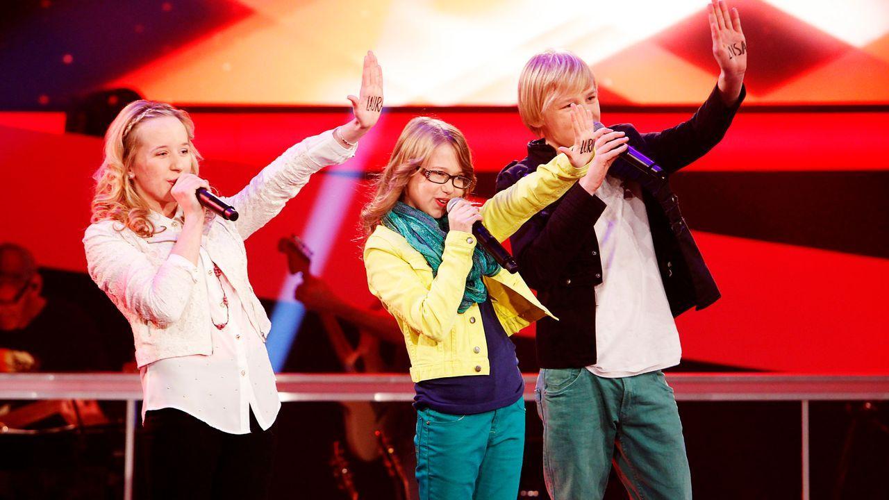 The-Voice-Kids-epi04-Luisa-Laura-Laurin-3-SAT1-Richard-Huebner - Bildquelle: SAT.1/Richard Hübner