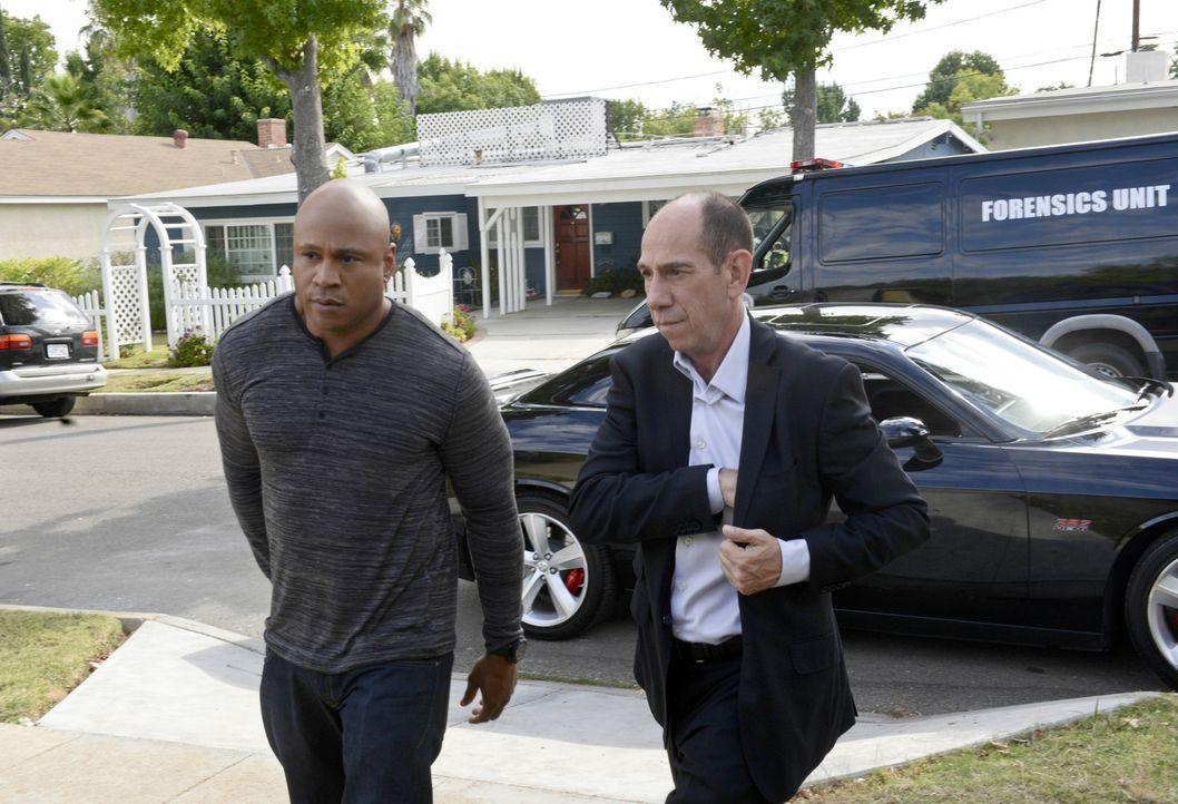 Noch ahnen Granger (Miguel Ferrer, r.) und Sam (LL Cool J, l.) nicht, dass ihr neuer Fall sie in große Gefahr bringen wird ... - Bildquelle: CBS Studios Inc. All Rights Reserved.