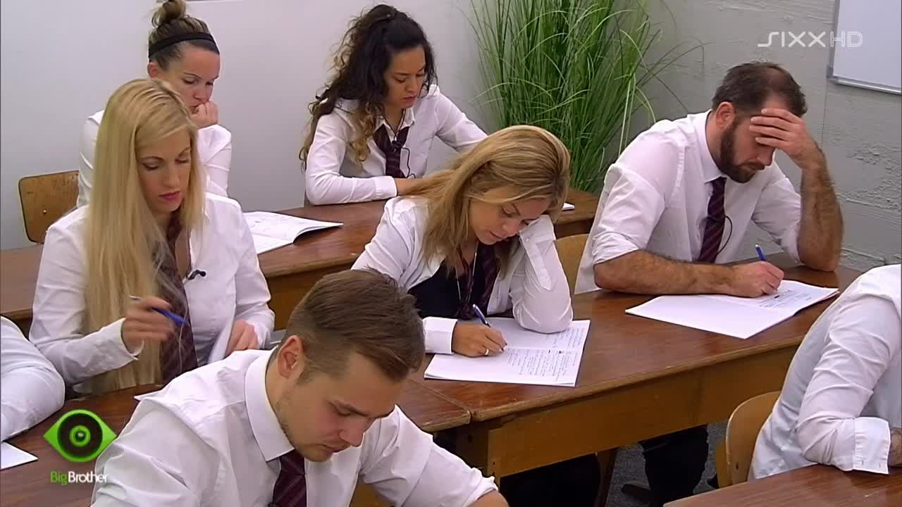 Im Klassenzimmer rauchen die Köpfe - Bildquelle: sixx