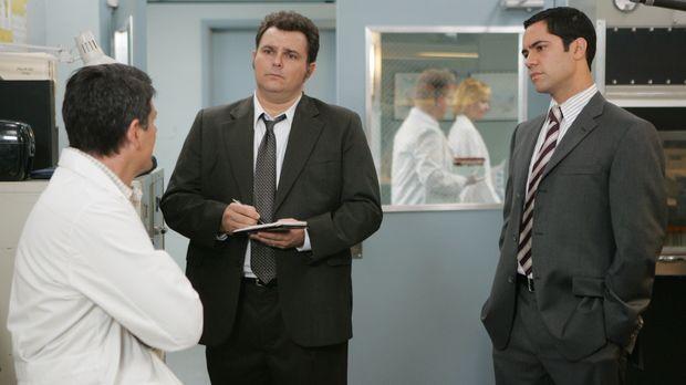 Kann Ned (Christopher Cousins, l.) den Ermittlern Det. Nick Vera (Jeremy Ratc...