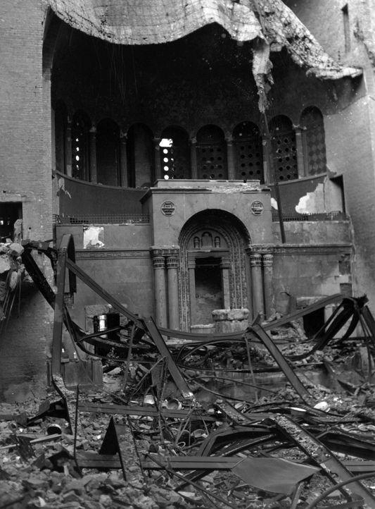 In der Nacht vom 9. auf den 10. November 1938,  auch Reichskristallnacht genannt - wurden vom nationalsozialistischen Regime organisierte und gelenk... - Bildquelle: Fred Ramage Keystone Features/Getty Images
