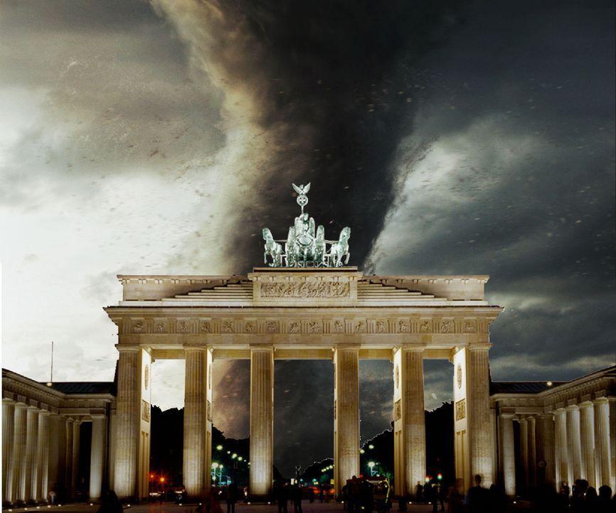 Hitzewelle in Berlin. Während die Bevölkerung noch den lauen Sommerabend auf den Straßen genießt, geschieht das Unmögliche: Ein Tornado rast auf Ber... - Bildquelle: ProSieben