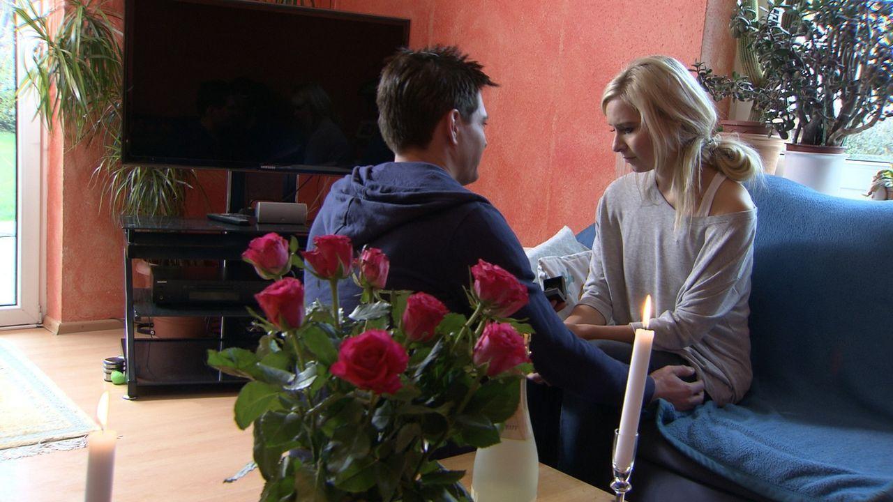 Seit Jahren ist Annalena (r.) mit ihrer Jugendliebe Marc (l.) zusammen. Als sie die Chance bekommt, in Berlin als Model durchzustarten, folgt Marc i... - Bildquelle: SAT.1