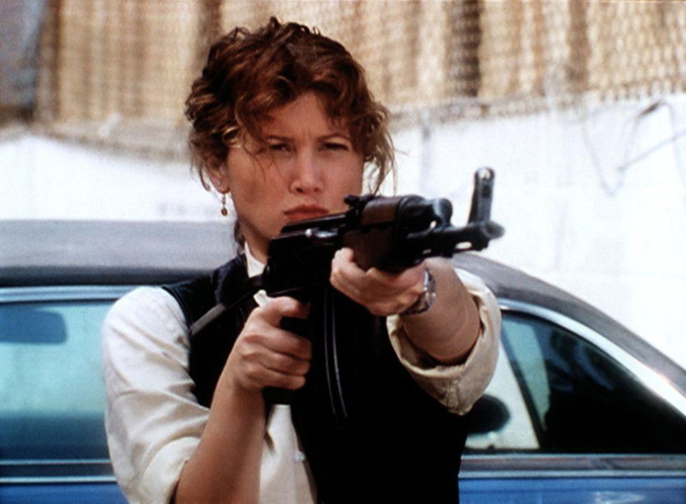 Amy (Tracey Gold), die Undercover-Agentin, hat gefährliche Terroristen in eine Falle gelockt ... - Bildquelle: Viacom