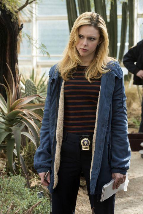 Noch stehen Frankie (Meg Steedle) und ihre Kollegen vor einem Rätsel ... - Bildquelle: Warner Bros. Entertainment, Inc.