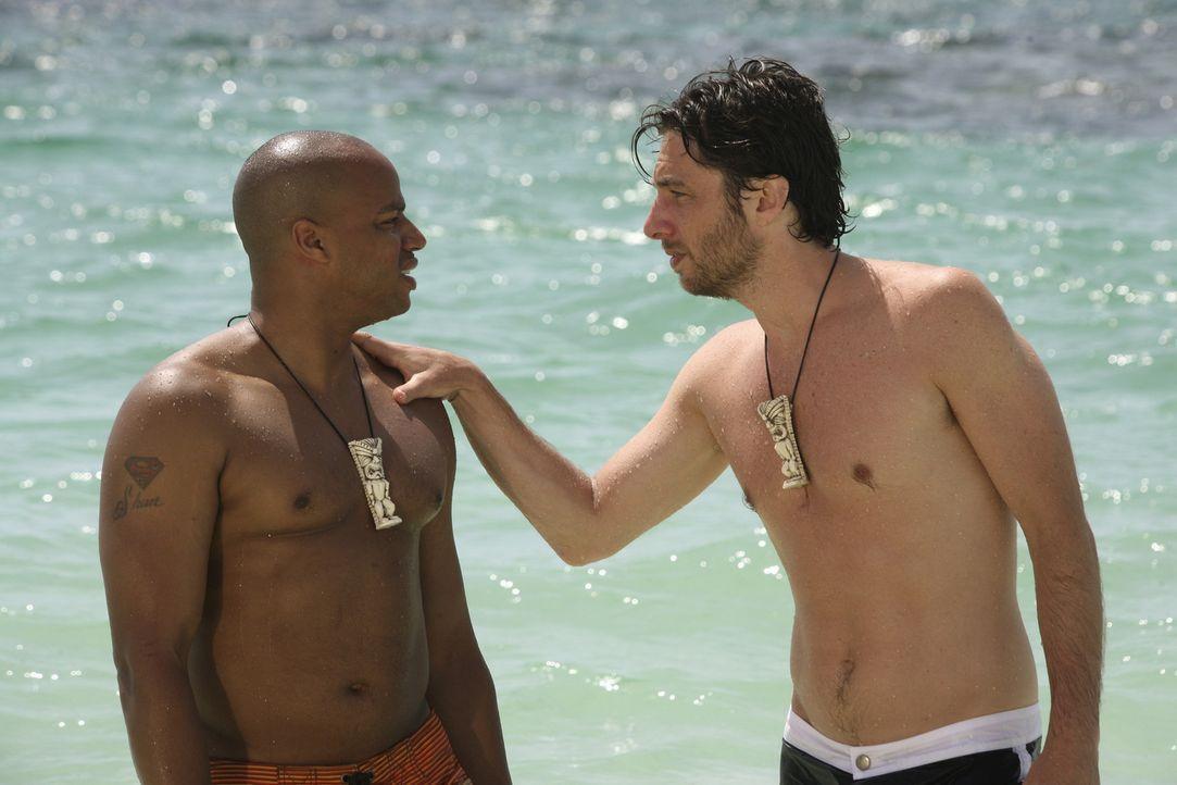 Während Elliott sich von J.D. (Zach Braff, r.) wünscht, dass er sich bei den Liebesschwüren mehr Mühe gibt, erhofft sich Turk (Donald Faison, l.) vo... - Bildquelle: Touchstone Television