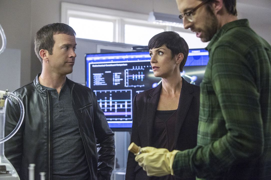 Ermitteln in einem neuen Fall: Sebastian (Rob Kerkovich, r.), Lasalle (Lucas Black, l.) und Brody (Zoe McLellan, M.) ... - Bildquelle: 2014 CBS Broadcasting Inc. All Rights Reserved.