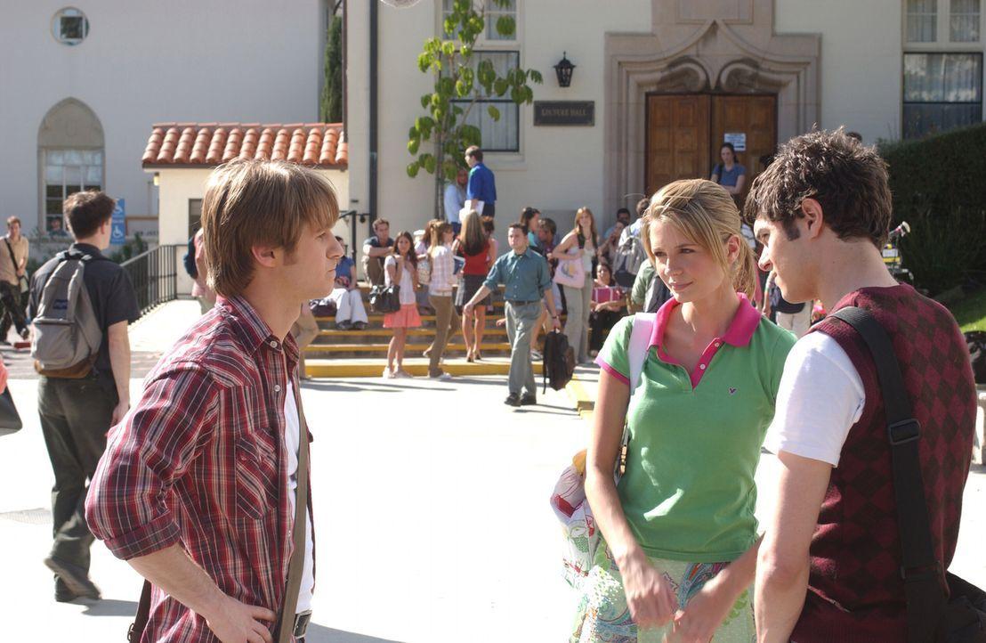 Marissa (Mischa Barton, M.) muss eine große Strandparty für die Schule organisieren und Seth (Adam Brody, r.), der sich verzweifelt wünscht, alle... - Bildquelle: Warner Bros. Television
