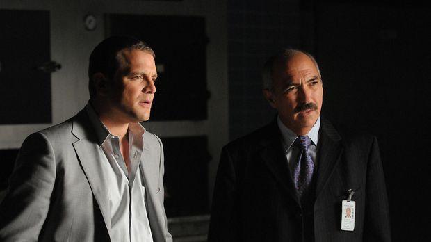 Manuel Devalos (Miguel Sandoval, r.) und Lee Scanlon (David Cubitt, l.) sind...