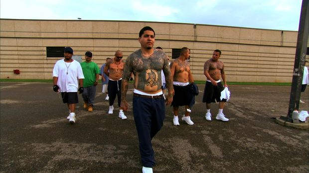 Eduardo Bonilla (vorne) und seine Latino-Gang ... © Marcus Burnett 2010 NGC N...