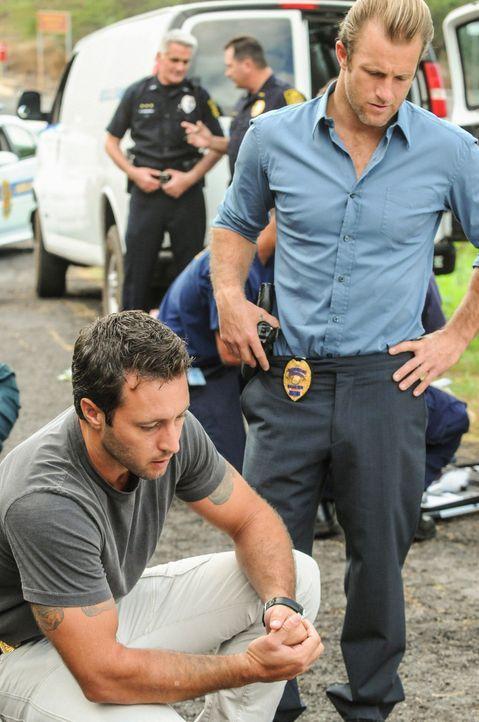 Bei den Ermittlungen in einem neuen Fall machen Steve (Alex O'Loughlin, l.) und Danny (Scott Caan, r.) eine erschreckende Entdeckung ... - Bildquelle: 2012 CBS Broadcasting, Inc. All Rights Reserved.