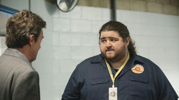 Ben Donovan (Matthew Perry, l.) kann sich den Namen von seinem Mitarbeiter ni...