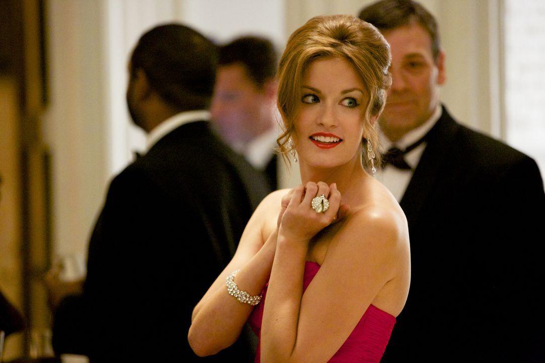 Jamie (Anna Wood), weiß nicht, ob ihr die neue Allianz zwischen ihrer Klientin und einer Politikerin wirklich gefällt ... - Bildquelle: 2013 CBS BROADCASTING INC. ALL RIGHTS RESERVED.