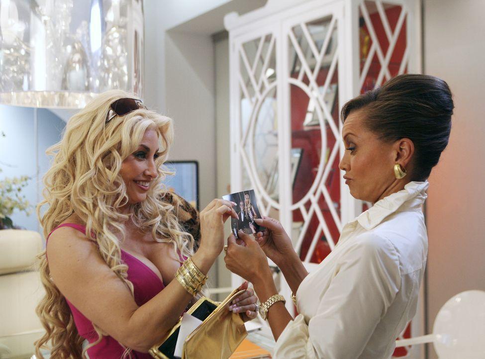 Völlig konsterniert muss Wilhelmina (Vanessa Williams, r.) zur Kenntnis nehmen, dass Fabia (Gina Gershon, l.) nicht nur zurückkehrt, sondern höllisc... - Bildquelle: Buena Vista International Television