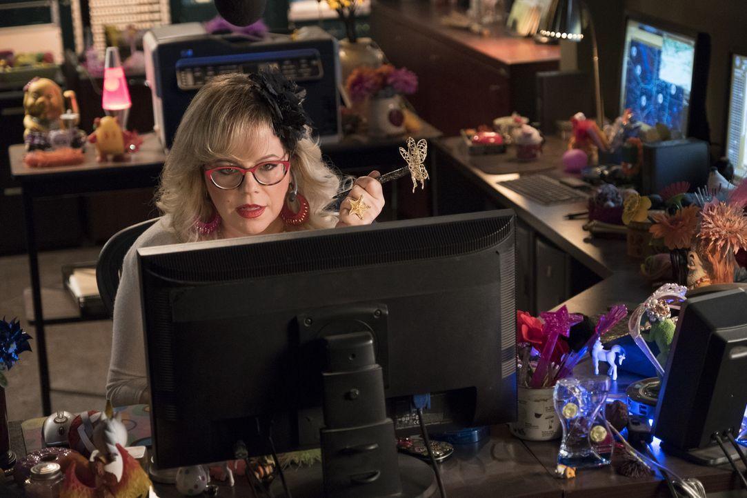 Was kann Garcia (Kirsten Vangsness) bei ihren Recherchen über die verdächtige Verschwörungstheoretikerin herausfinden? - Bildquelle: Eddy Chen ABC Studios