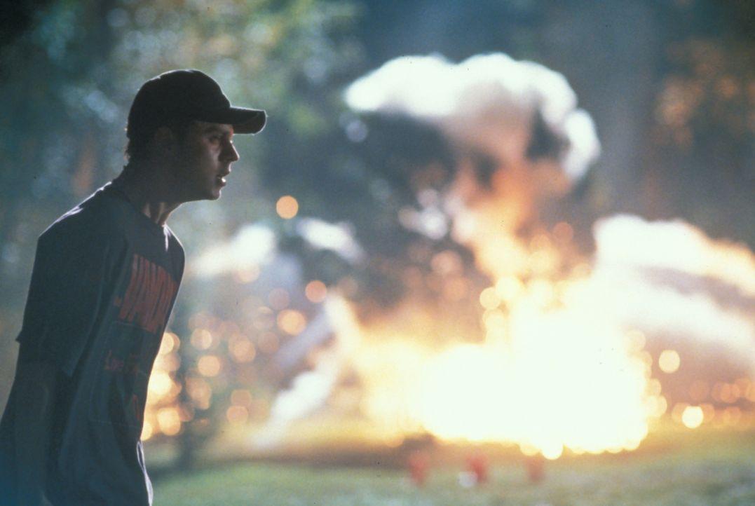 In Johnson County werden kurz hintereinander fünf Männer vom Blitz getroffen. Einer von ihnen, Darin Oswald (Giovanni Ribisi) überlebt aus unerklärl... - Bildquelle: TM +   2000 Twentieth Century Fox Film Corporation. All Rights Reserved.