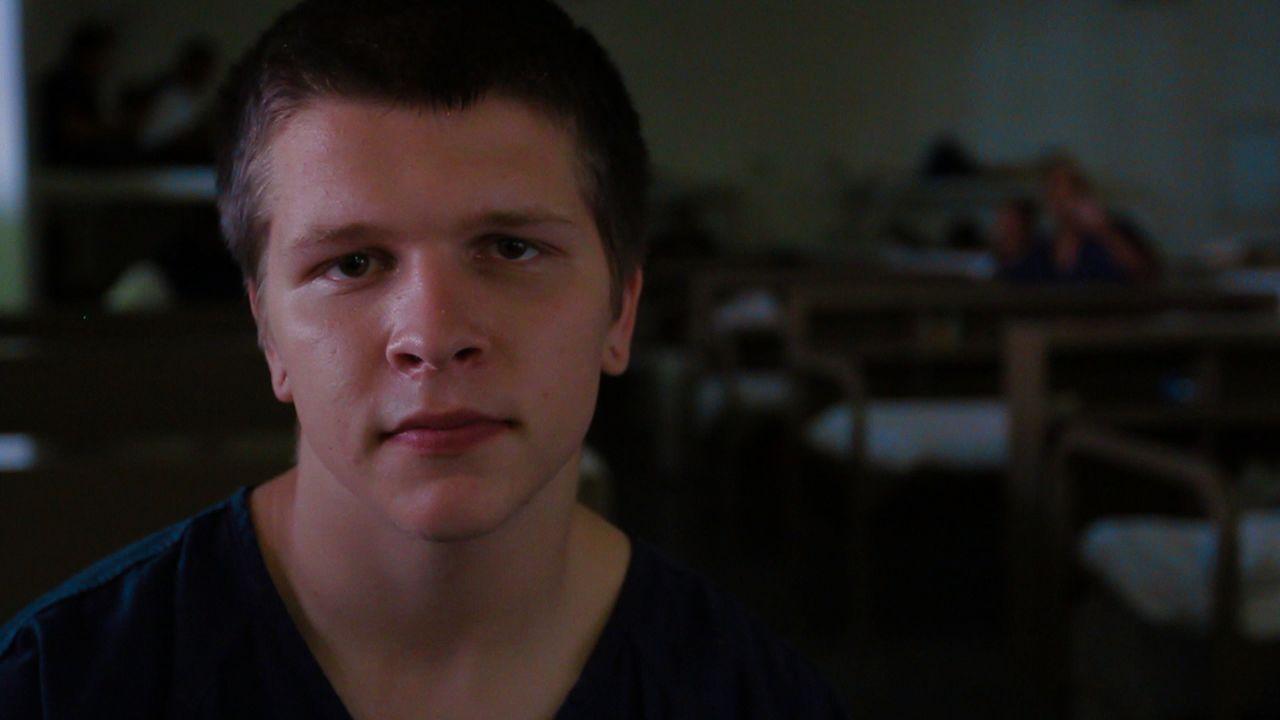 Der drogensüchtige Levi Kivi versucht clean zu werden, um für seine schwangere, und ebenfalls in Haft sitzende Freundin, da sein zu können ... - Bildquelle: James Peterson National Geographic Channels