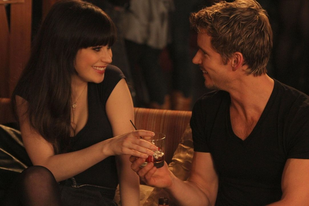 Es ist Valentinstag und Jess (Zooey Deschanel, l.) ist auf einen One-Night-Stand aus. Doch ist Oliver (Ryan Kwanten, r.) dafür der Richtige? - Bildquelle: 20th Century Fox