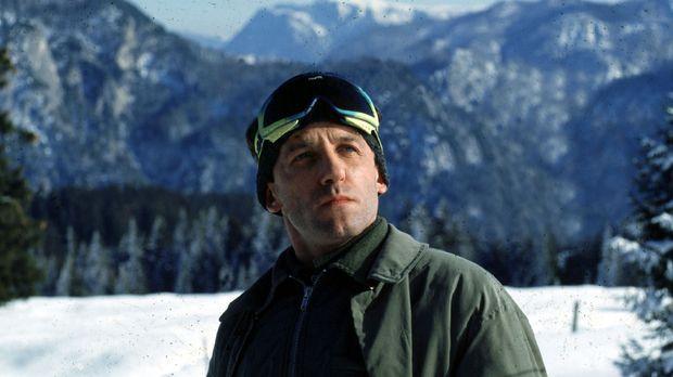 Ernst Stockinger (Karl Markovics) kehrt noch einmal zum Unglücksort zurück. ©...