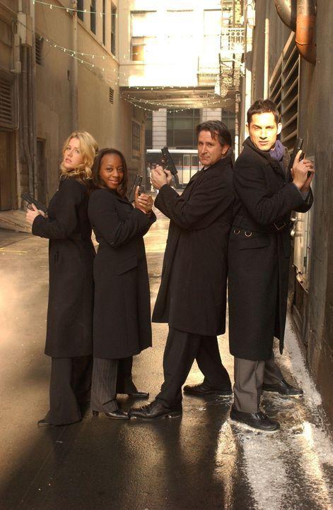 Wenn es um verschwundene Personen geht, sind Samantha Spade (Poppy Montgomery, l.), Vivian Johnson (Marianne Jean-Baptiste, 2.v.l.), Jack Malone (An... - Bildquelle: Warner Bros. Entertainment Inc.
