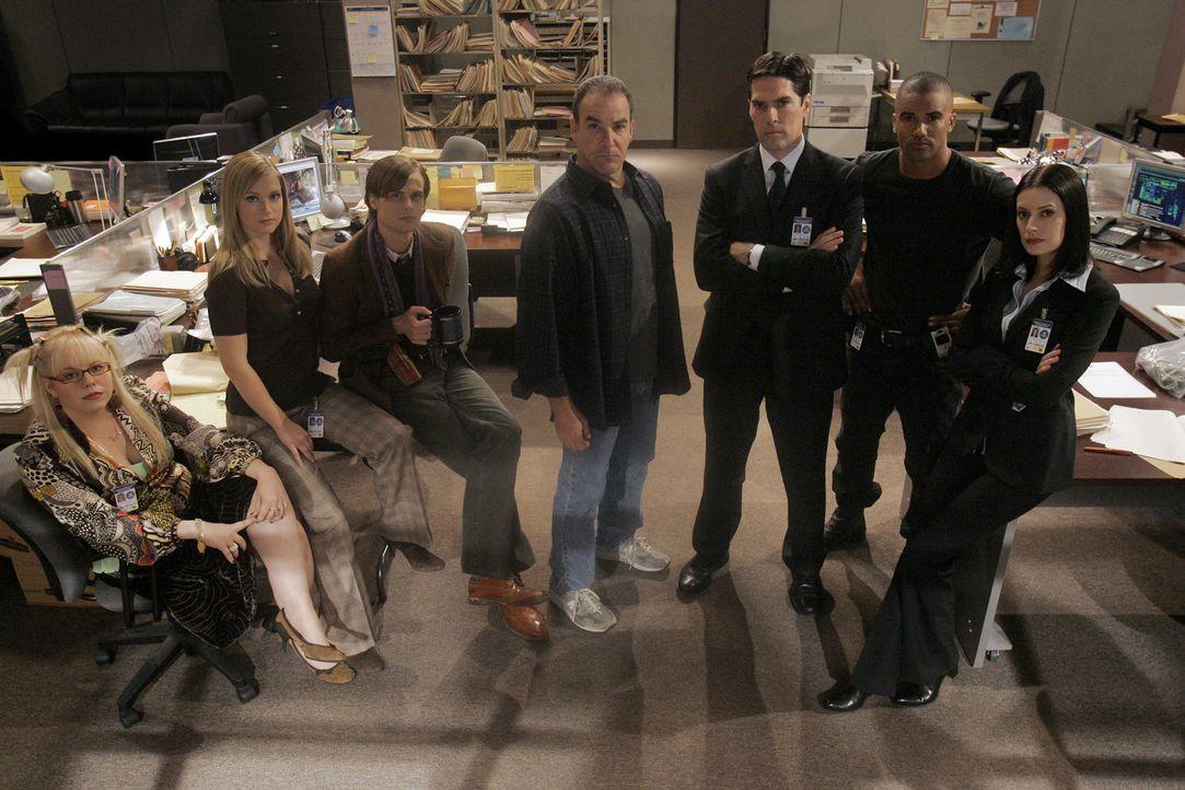 (2. Staffel) - Ein starkes Team, das jeden Serientäter zur Strecke bringt: (v.l.n.r.) Penelope Garcia (Kirsten Vangsness), Jennifer 'JJ' Jareau (AJ... - Bildquelle: Touchstone Television
