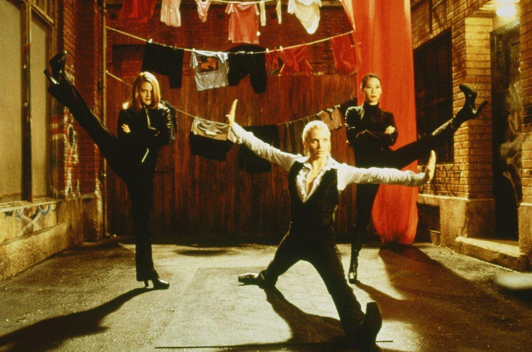 Drei Engel mit Kick: Dylan (Drew Barrymore, l.), Natalie (Cameron Diaz, M.) und Alex (Lucy Liu, r.) ... - Bildquelle: Columbia Pictures