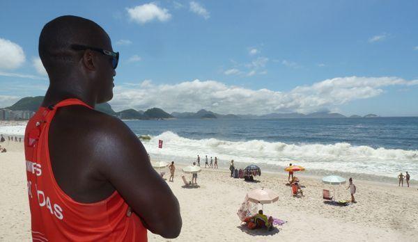 Rettungsschwimmer an der Copacabana am Posto 5 - Bildquelle: kabel eins
