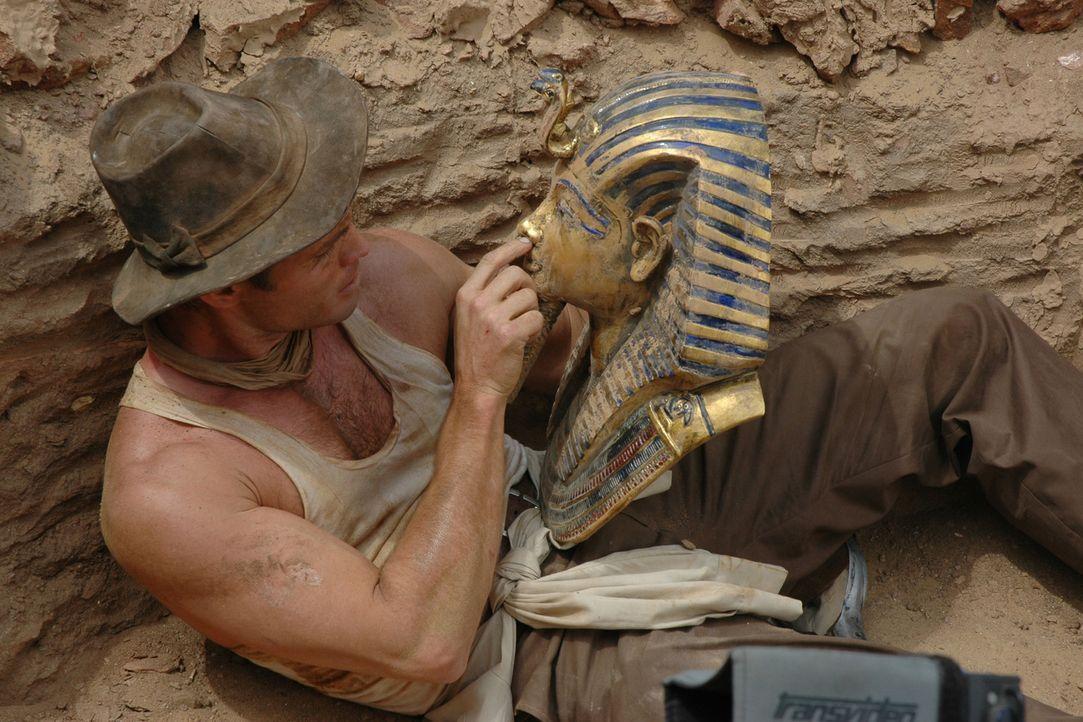 1922 ist Ägypten im Ausgrabungsfieber. Der ehrgeizige junge Archäologe Danny Freemont (Casper Van Dien) ist auf der Suche nach dem vierten Teilstück... - Bildquelle: 2006 RHI Entertainment Distribution, LLC
