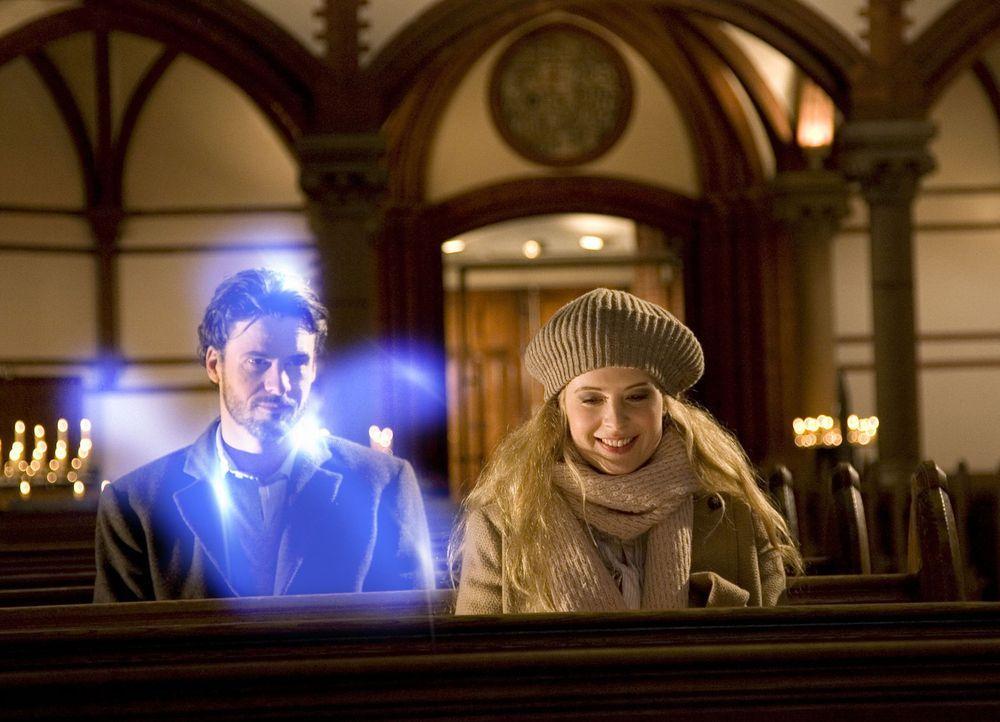 Immer wieder versucht Geist Tom (Stephan Luca, l.), Jana (Diana Amft, r.) deutlich zu machen, dass Max keineswegs der Richtige für sie ist. Doch di... - Bildquelle: Dirk Dunkelberg Sat.1