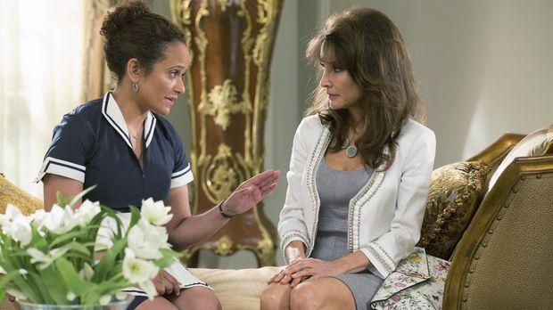 Als Zoila (Judy Reyes, l.) Genevieve (Susan Lucci, r.) bittet, ihrer Mutter e...