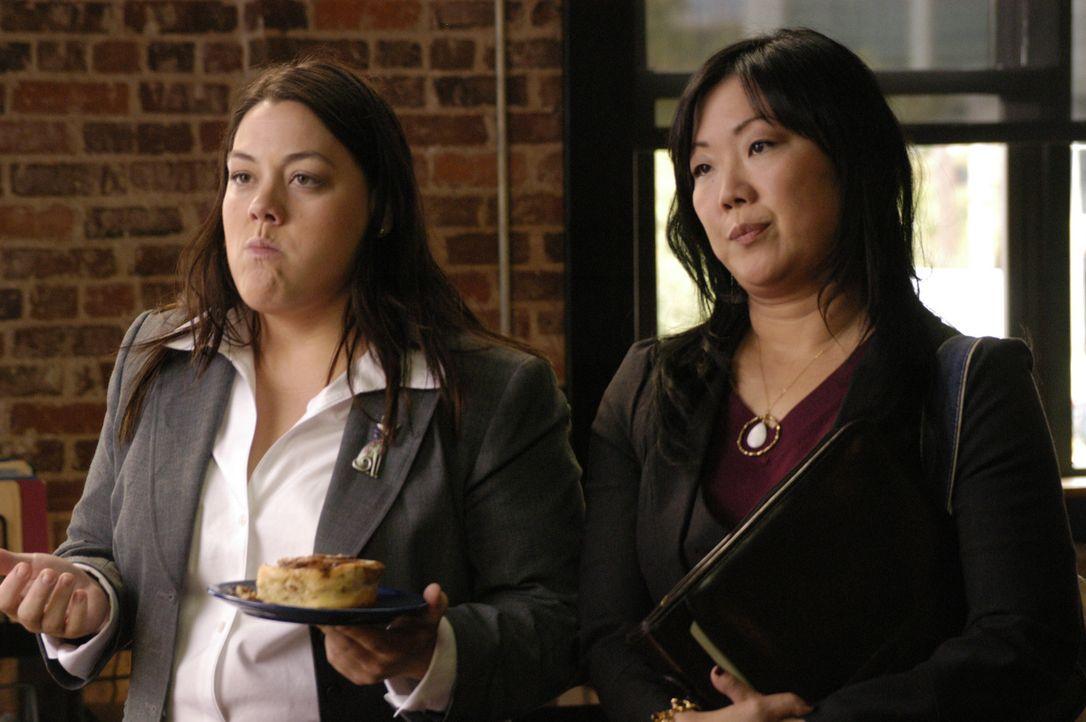 Noch ahnt niemand was sich gleich verändern wird: Teri (Margaret Cho, r.) und Jane (Brooke Elliott, l.) ... - Bildquelle: 2009 Sony Pictures Television Inc. All Rights Reserved.