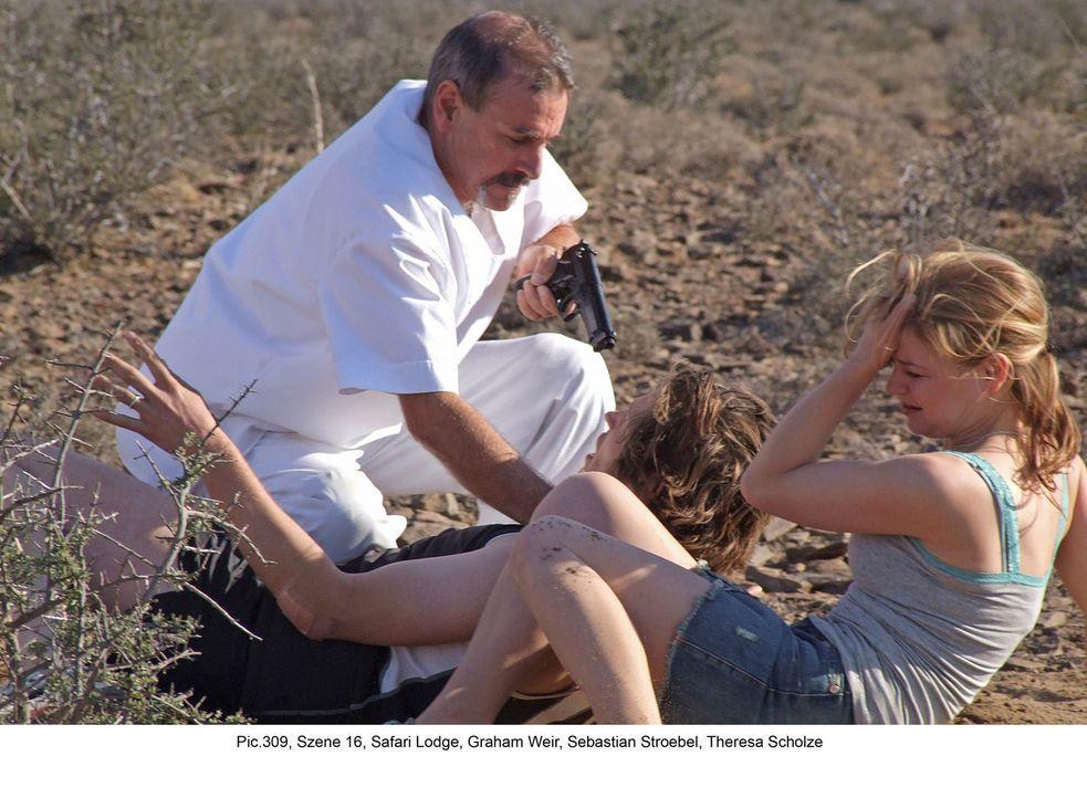 Kaum in Südafrika angekommen, gerät das frisch angetraute Ehepaar Engelmann (Theresa Scholze, r. und Sebastian Ströbel, M.) ins Visier skrupelloser... - Bildquelle: Boris Guderjahn ProSieben