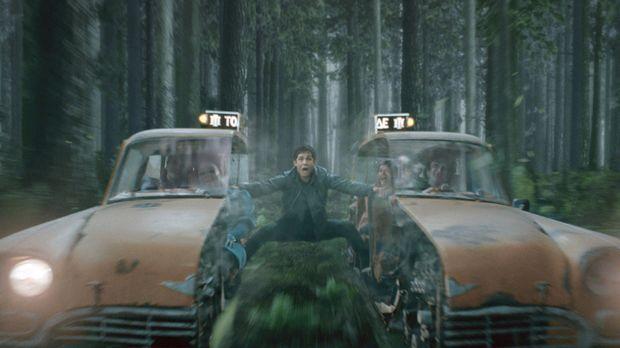 Taxifahrt mal ganz anders: Percy Jackson (Logan Lerman) ... © 2013 Twentieth...