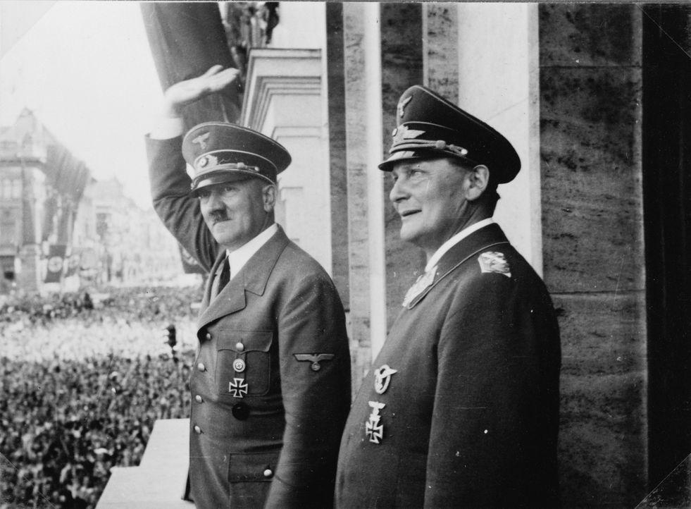 Diese Dokumentation geht der Frage nach, warum unterstützten Millionen Menschen Adolf Hitler (l. mit Göring, r.) und seine Politik. Mit historischem... - Bildquelle: Library of Congress