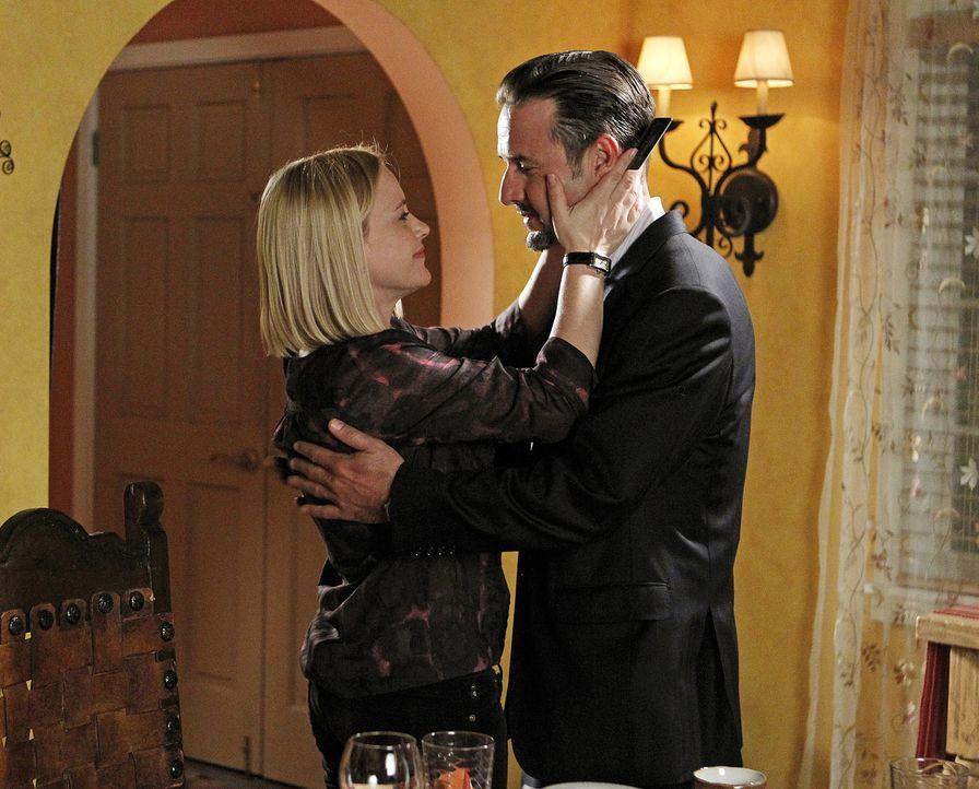 Michael (David Arquette, r.) arbeitet mit dem Autor Carson Churchill zusammen, doch nachdem Allison (Patricia Arquette, l.) von ihm geträumt hat, gl... - Bildquelle: Sonja Flemming 2010 CBS BROADCASTING INC. All Rights Reserved.