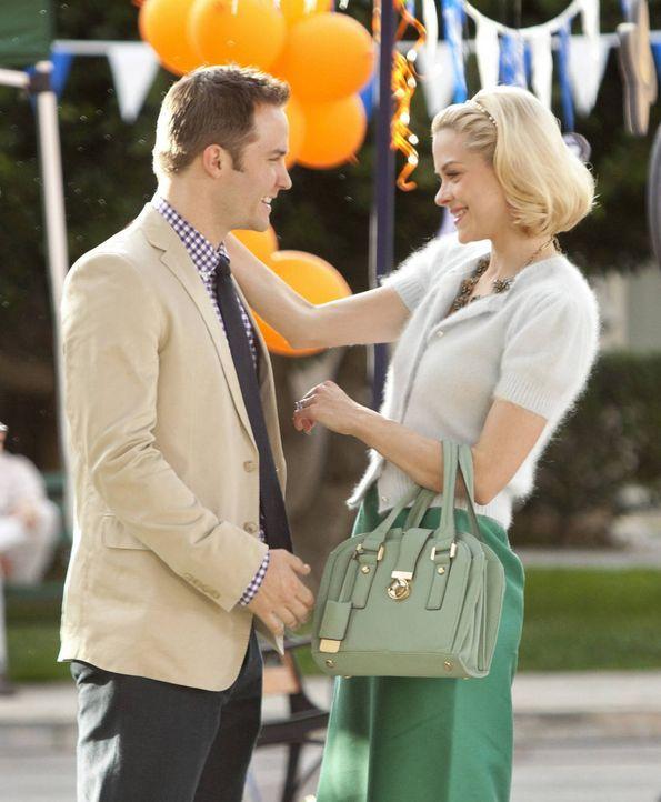 Auch, wenn Goerge (Scott Porter, l.) und Lemon (Jaime King, r.) sich ausgesprochen haben, möchte George die Hochzeitsplanung vorerst auf Eis legen .... - Bildquelle: Warner Bros.
